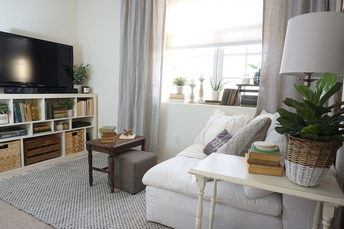 20 Best Small Apartment Living Room Decor and Design Ideas ... on Small Living Room Decorating Ideas  id=32395