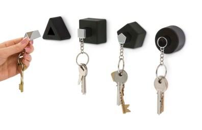 Wieszaki na klucze Shape (https://www.homebutik.pl/j-me-wieszaki-na-klucze-shape-4-szt-czarne-guma-cynk-5-cm,k011005003,a3810.html)