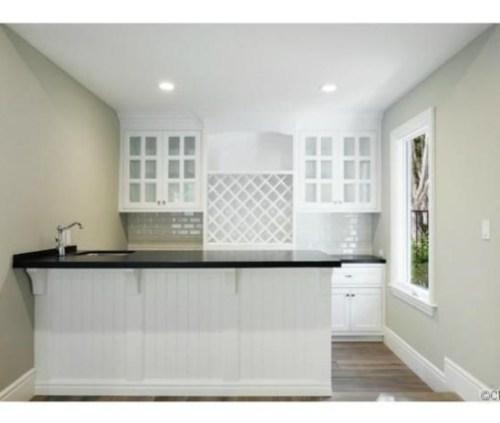 Judd-Apatows-home-bar-132bff-576x430