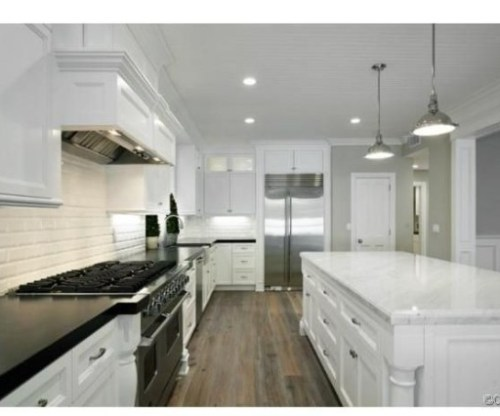 Judd-Apatows-home-kitchen-5-898837-589x426