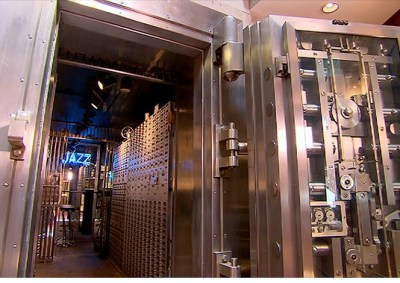 131030042406-unique-homes-bank-vault-620xb