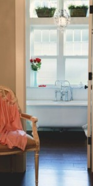 Bathroom-with-roses-37bb6c-e1392155338807