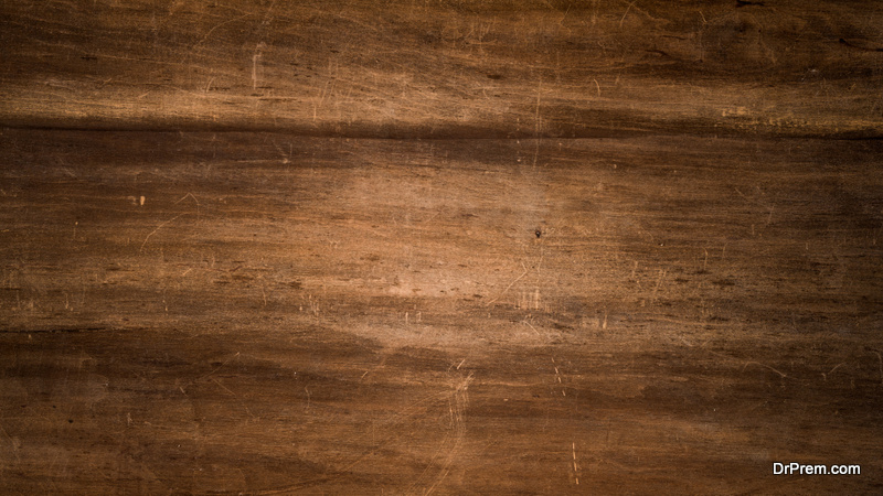 REMOVING SCRATCHES FROM WOODEN FURNITURE