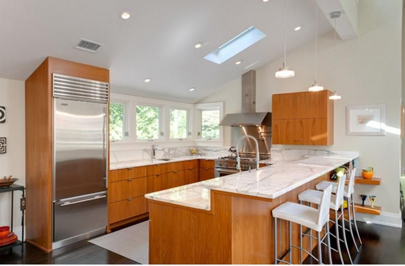 Colorful features in the kitchen