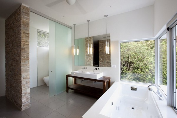 Bathroom-with-modern-bathtub-lamps-and-illumination