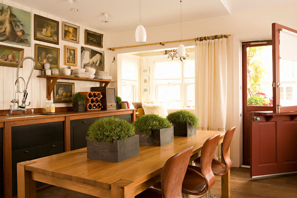 Dining-Room-with-Light-Wood-Table-and-Green-Plants-and-also-Bright-Red-Leather-Chairs-600x400