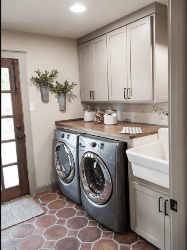 laundry room with vintage decor