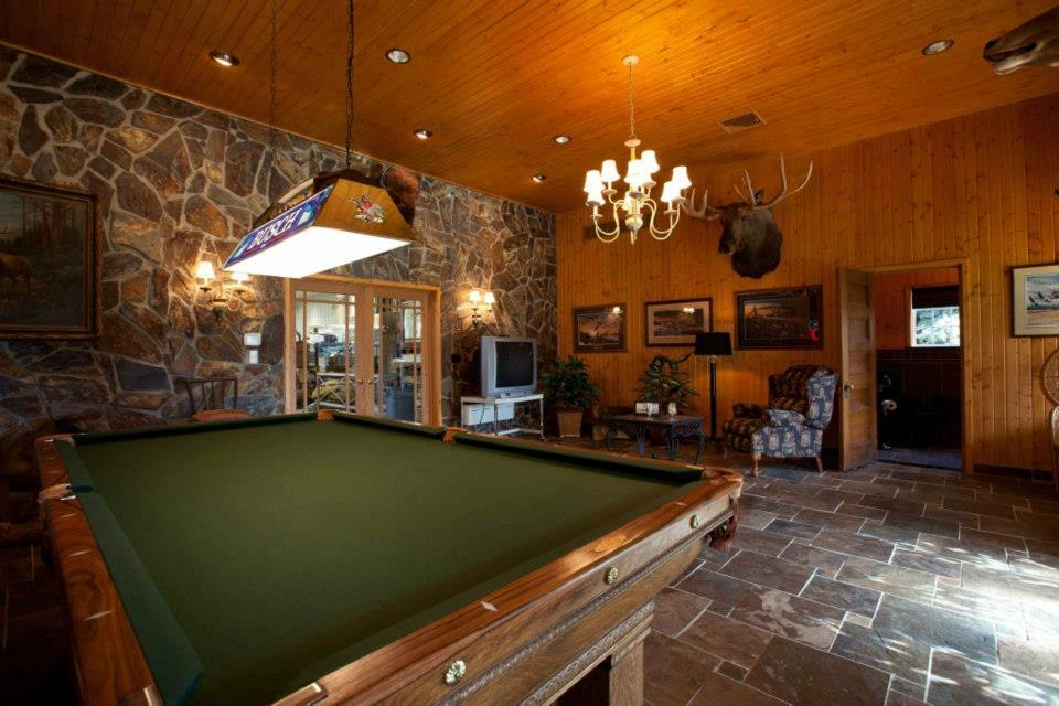 Create A Man Cave In Your Garage Home Decor Ideas