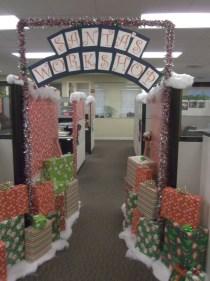 Easy DIY Office Christmas Decoration Ideas 11