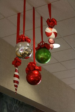 Easy DIY Office Christmas Decoration Ideas 16