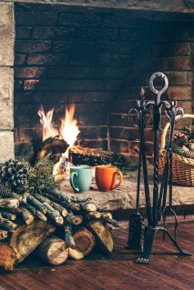Inspiring Rustic Christmas Fireplace Ideas To Makes Your Home Warmer 04