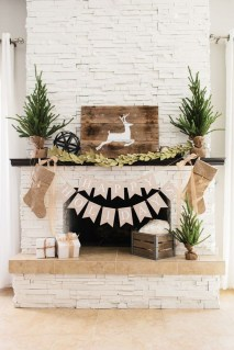 Inspiring Rustic Christmas Fireplace Ideas To Makes Your Home Warmer 05