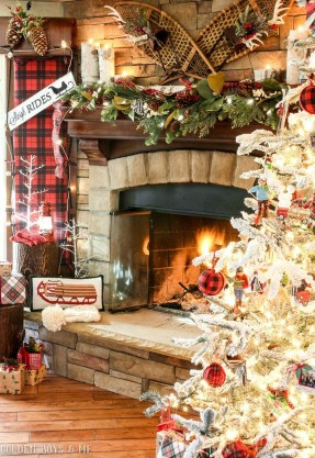 Inspiring Rustic Christmas Fireplace Ideas To Makes Your Home Warmer 06