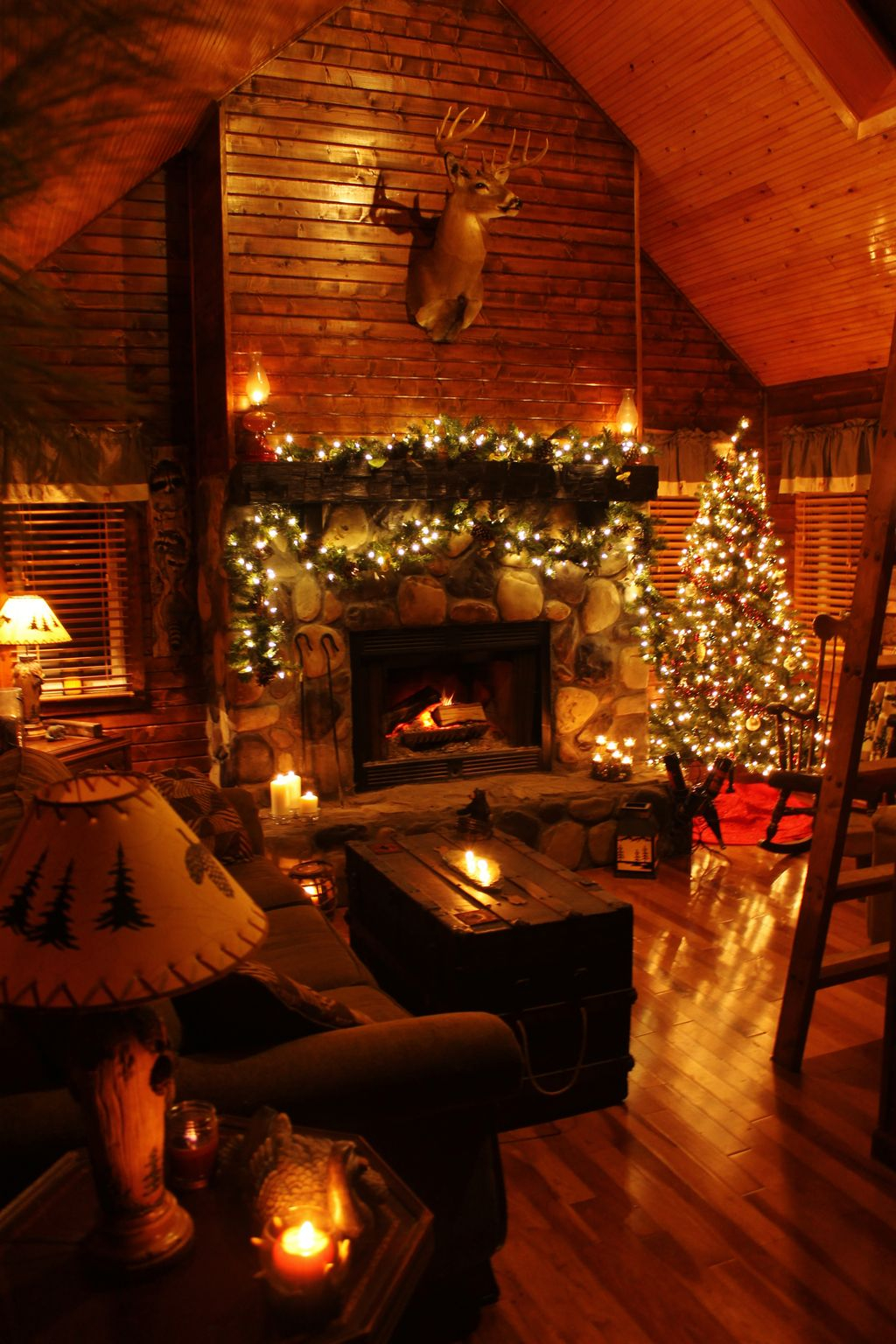 Inspiring Rustic Christmas Fireplace Ideas To Makes Your Home Warmer 15