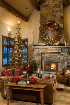 Inspiring Rustic Christmas Fireplace Ideas To Makes Your Home Warmer 18
