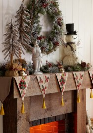 Inspiring Rustic Christmas Fireplace Ideas To Makes Your Home Warmer 26