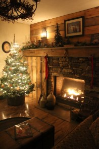 Inspiring Rustic Christmas Fireplace Ideas To Makes Your Home Warmer 39