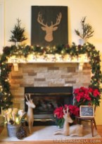 Inspiring Rustic Christmas Fireplace Ideas To Makes Your Home Warmer 40