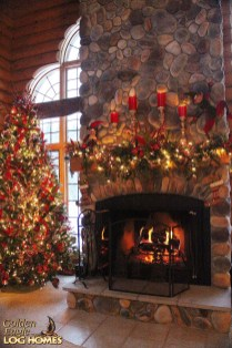 Inspiring Rustic Christmas Fireplace Ideas To Makes Your Home Warmer 57