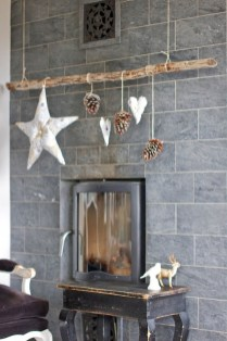 Inspiring Rustic Christmas Fireplace Ideas To Makes Your Home Warmer 60
