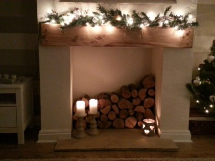 Inspiring Rustic Christmas Fireplace Ideas To Makes Your Home Warmer 68