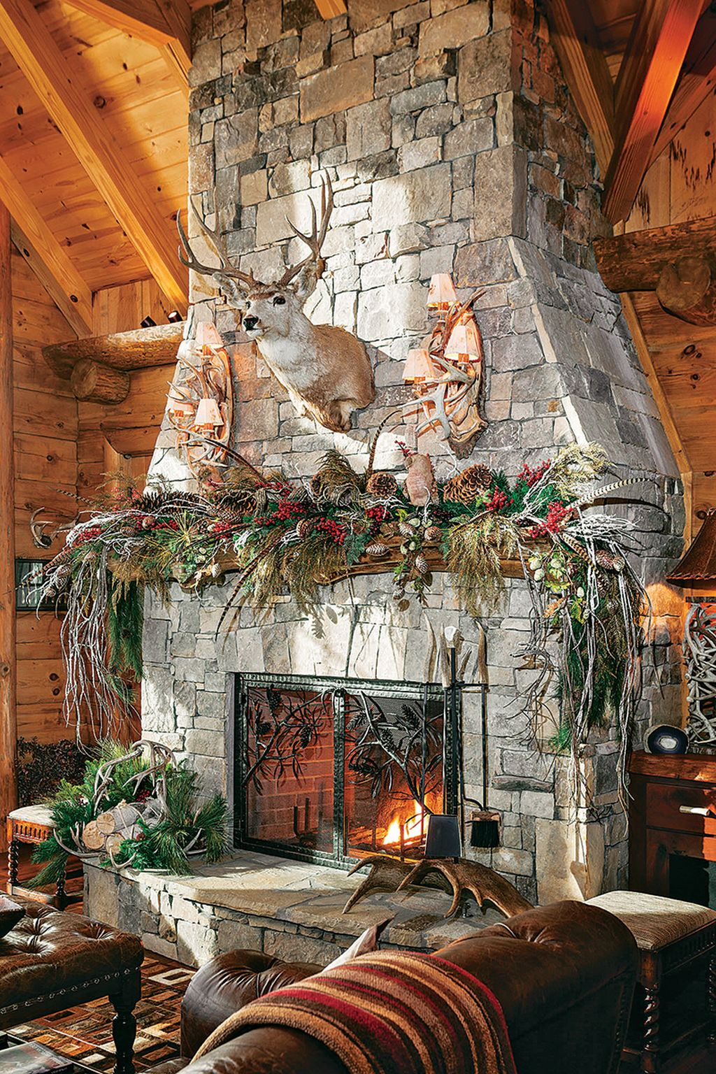 Inspiring Rustic Christmas Fireplace Ideas To Makes Your Home Warmer 69
