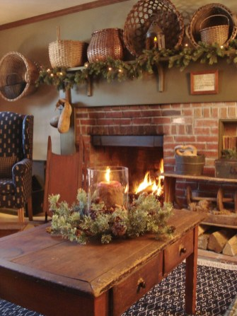 Inspiring Rustic Christmas Fireplace Ideas To Makes Your Home Warmer 81