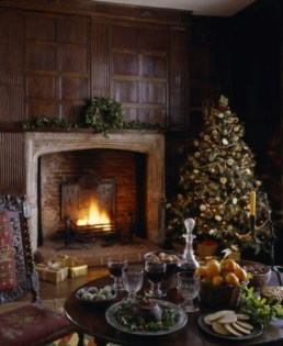 Inspiring Rustic Christmas Fireplace Ideas To Makes Your Home Warmer 86