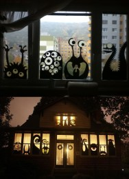 Scary But Creative DIY Halloween Window Decorations Ideas You Should Try 13