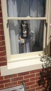 Scary But Creative DIY Halloween Window Decorations Ideas You Should Try 18