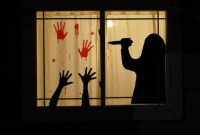 Scary But Creative DIY Halloween Window Decorations Ideas You Should Try 31