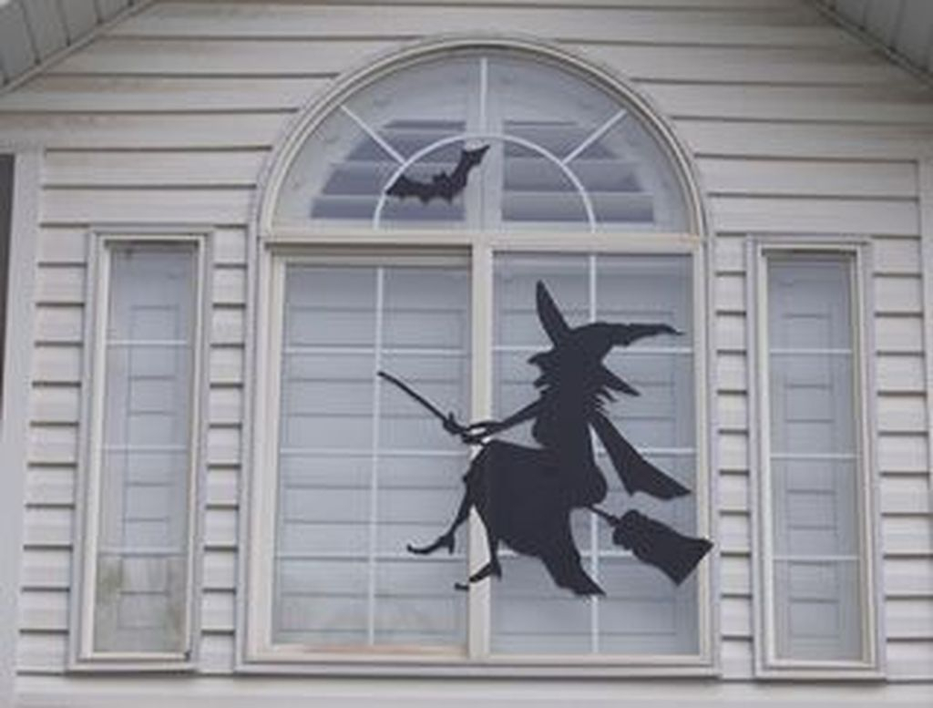 Scary But Creative DIY Halloween Window Decorations Ideas You Should Try 38