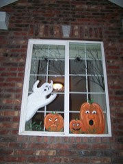 Scary But Creative DIY Halloween Window Decorations Ideas You Should Try 58