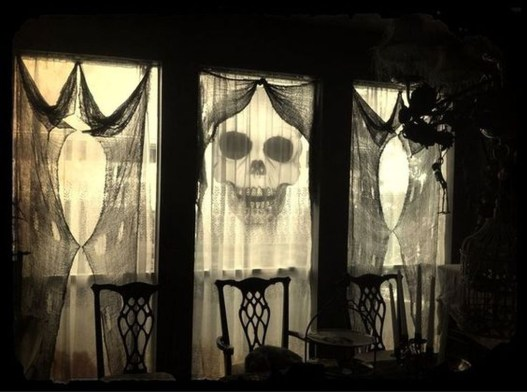 Scary But Creative DIY Halloween Window Decorations Ideas You Should Try 62