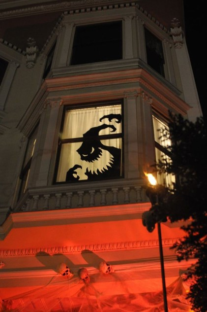 Scary But Creative DIY Halloween Window Decorations Ideas You Should Try 63