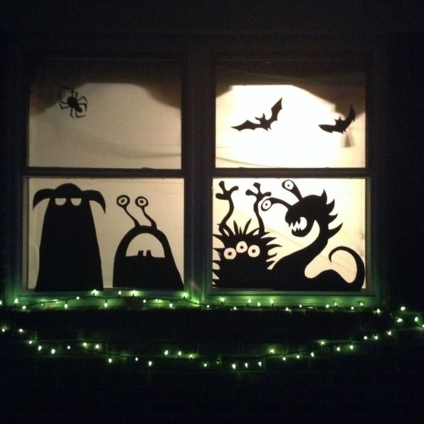 Scary But Creative DIY Halloween Window Decorations Ideas You Should Try 68
