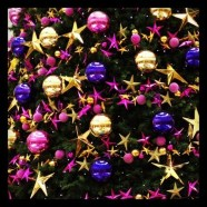 Adorable Pink And Purple Christmas Decoration Ideas 14