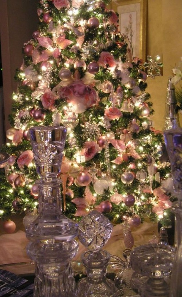 Adorable Pink And Purple Christmas Decoration Ideas 50