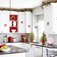 Adorable Rustic Christmas Kitchen Decoration Ideas 11