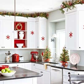 Adorable Rustic Christmas Kitchen Decoration Ideas 11