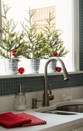 Adorable Rustic Christmas Kitchen Decoration Ideas 15