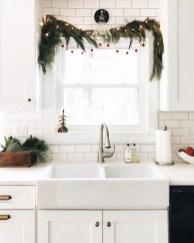 Adorable Rustic Christmas Kitchen Decoration Ideas 16