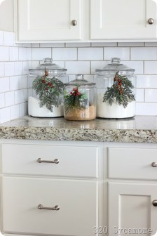 Adorable Rustic Christmas Kitchen Decoration Ideas 20