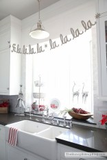 Adorable Rustic Christmas Kitchen Decoration Ideas 23