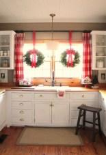 Adorable Rustic Christmas Kitchen Decoration Ideas 27