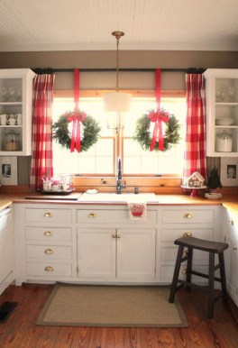 Adorable Rustic Christmas Kitchen Decoration Ideas 27