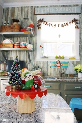 Adorable Rustic Christmas Kitchen Decoration Ideas 34