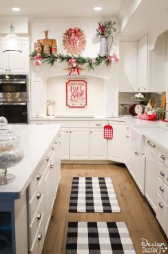 Adorable Rustic Christmas Kitchen Decoration Ideas 54