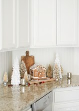 Adorable Rustic Christmas Kitchen Decoration Ideas 55