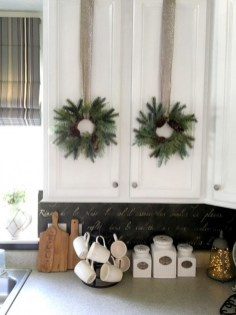 Adorable Rustic Christmas Kitchen Decoration Ideas 56
